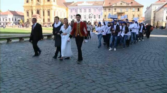 """""""Parada liceelor"""" in Timisoara. 400 de elevi au pus stapanire pe centrul orasului VIDEO"""