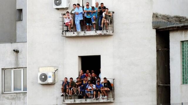 oameni in balcon, meci, recensamant
