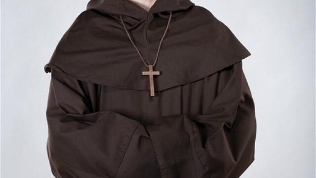 Pacatele unui preot croat. A furat 1 MILION de euro din banii bisericii si a fugit cu amanta