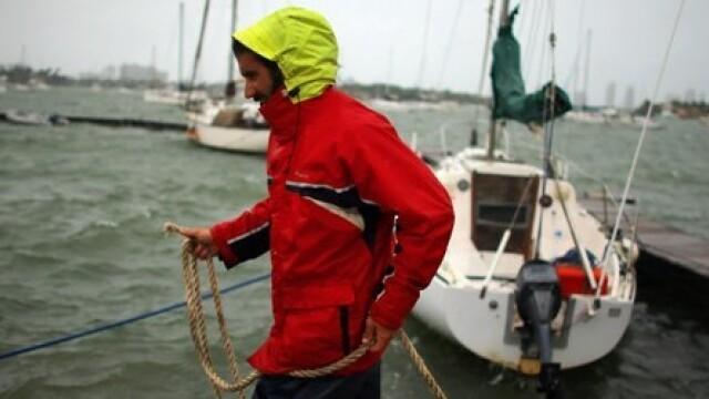 Stare de urgenta in Washington si New York din cauza uraganului Sandy.Flota militara,trimisa in larg