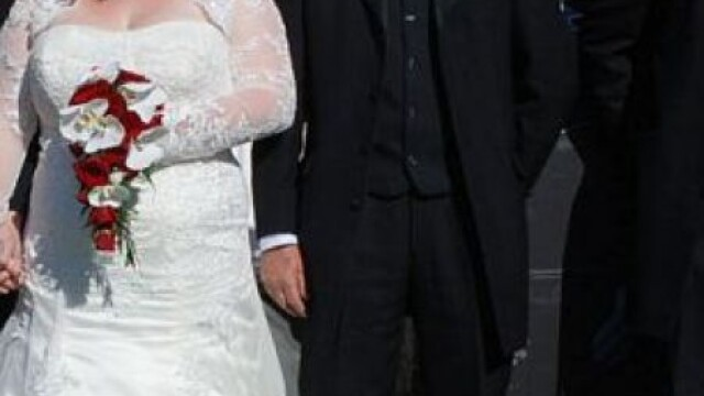 Fotografiile de nunta care ascund un gest emotionant. Cum s-au pozat acesti miri - Imaginea 3