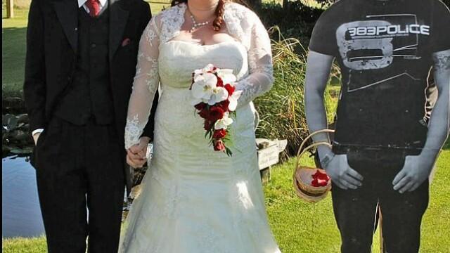 Fotografiile de nunta care ascund un gest emotionant. Cum s-au pozat acesti miri - Imaginea 6