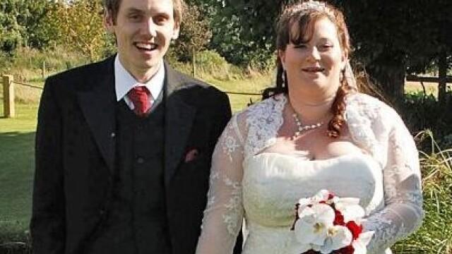 Fotografiile de nunta care ascund un gest emotionant. Cum s-au pozat acesti miri - Imaginea 8