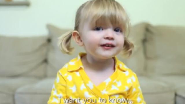 Mesajul unei fetite de 2 ani a emotionat sute de mii de oameni. Cum i-a urat \