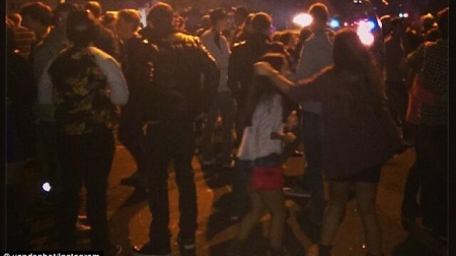 Reactia a 500 de studenti beti in momentul in care politia le-a intrerupt petrecerea. GALERIE FOTO - Imaginea 4