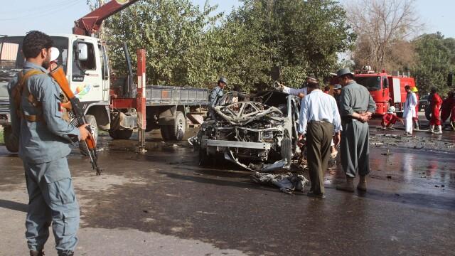 Guvernatorul unei provincii afgane a fost ucis cu o bomba ascunsa in microfon