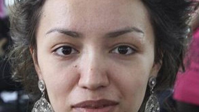 Cum arata aceasta femeie intr-o alta fotografie.