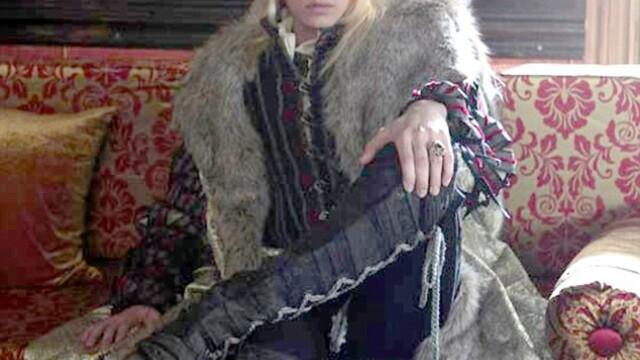 Andrej Pejic, controversatul model sarb, in rolul domnitorului roman Radu cel Frumos. FOTO - Imaginea 1