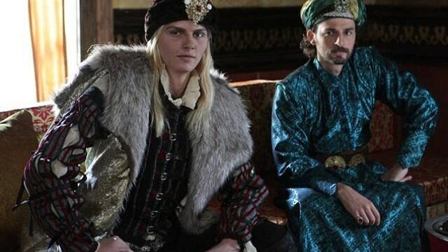 Andrej Pejic, controversatul model sarb, in rolul domnitorului roman Radu cel Frumos. FOTO - Imaginea 2