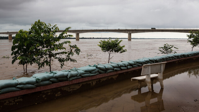 CNN: Cel putin 47 de persoane si-au pierdut viata dupa ce un avion s-a prabusit in Laos