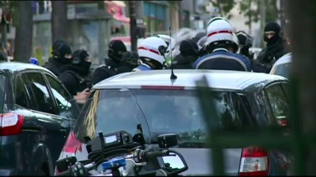 Momente de teroare intr-o banca din Paris. Un barbat a luat 4 ostatici