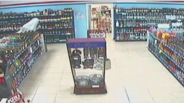 Imaginile surprinse de camerele de supraveghere ale unui magazin. \