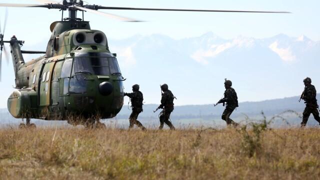 """Soldatii romani au respins un """"ATAC"""" impreuna cu puscasii marini. GALERIE FOTO: cum ne apara aliatii nostri din NATO - Imaginea 13"""