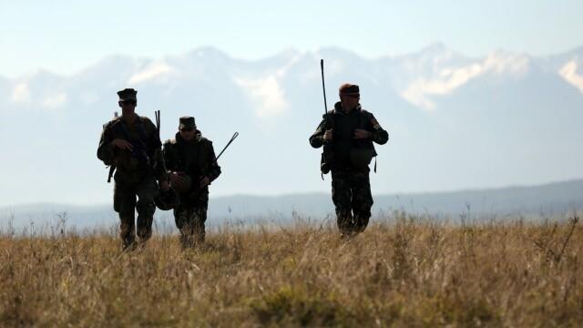 """Soldatii romani au respins un """"ATAC"""" impreuna cu puscasii marini. GALERIE FOTO: cum ne apara aliatii nostri din NATO - Imaginea 6"""