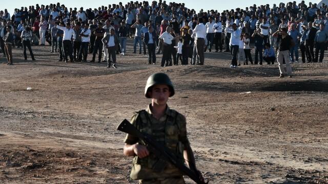 Batalia pentru Kobani. Orasul sirian este asediat de extremistii gruparii Stat Islamic. Turcia si-a aliniat armata la granita