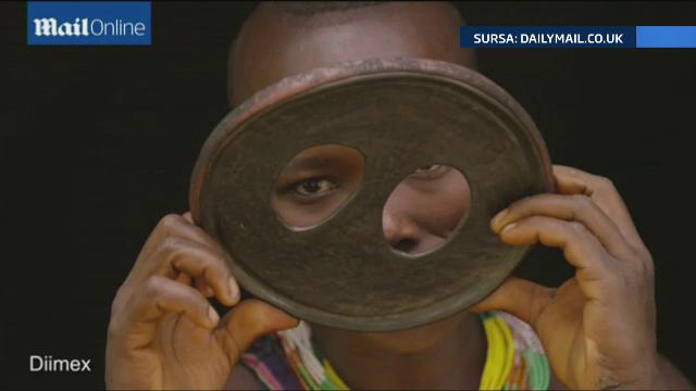 Femeia cu cea mai spectaculoasa podoaba faciala din lume. Si-a pus in buza de jos un disc de 19 centimetri si jumatate - Imaginea 4