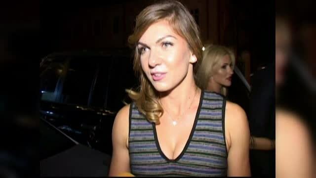Simona Halep, superba pe tocuri si intr-o rochie cu decolteu, la petrecerea de dinaintea nuntii fratelui sau
