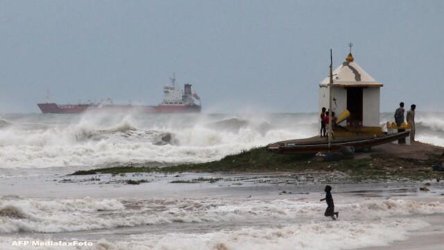 Atacul ciclonului Hudhud. Trei oameni au murit, iar 370.000 de persoane au fost evacuate - Imaginea 2