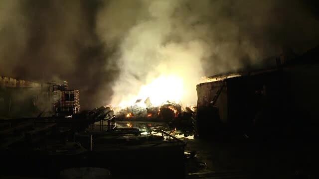 Un incendiu pe care nici apa nu-l poate stinge a izbucnit in judetul Brasov. Cum au reusit pompierii sa-l invinga dupa 10 ore