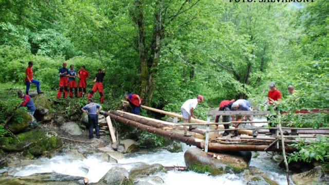 Turist ranit la cap de un BOLOVAN, in Bucegi. Salvamontistii incearca sa ajunga la el