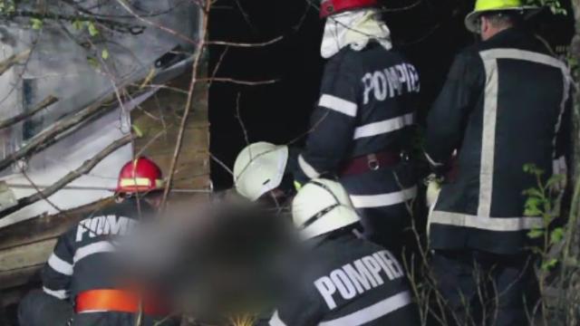 Un barbat din Cluj a murit strivit de o cabana, in timp ce lucra la consolidarea ei. Cum l-au scos pompierii