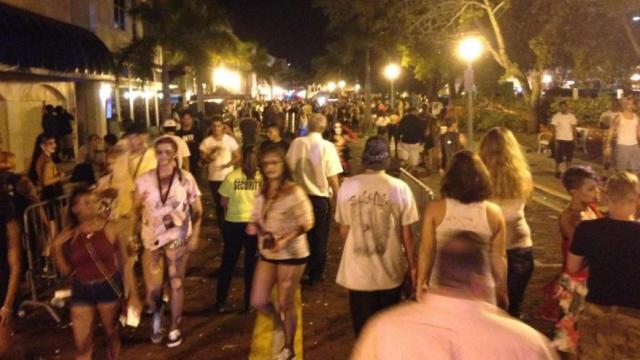 Scene de groaza, petrecute in Florida. O persoana a murit si sunt 4 raniti, dupa ce un barbat a deschis focul in multime