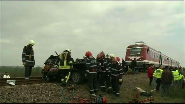 Masina spulberata de un tren de calatori privat, in judetul Ilfov. Automobilul a fost tarat 300 de metri