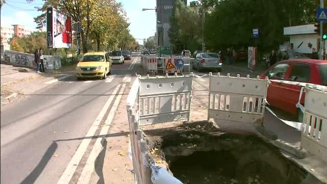 3.000 de lucrari fac din Bucuresti un oras ca dupa razboi. Atitudinea privind semnalizarea gropilor: \