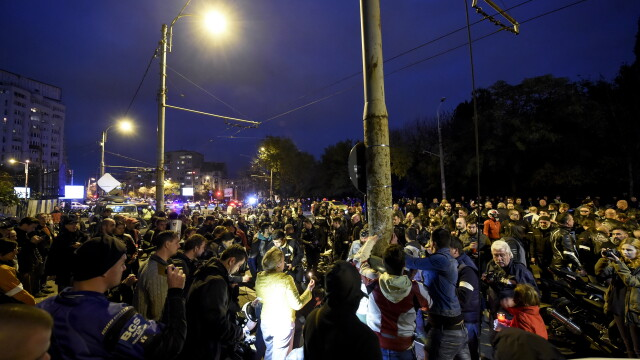 Aproximativ 500 de motociclisti s-au adunat intr-un mars al tacerii, in memoria politistului mort. Oamenii vor raspunsuri - Imaginea 3