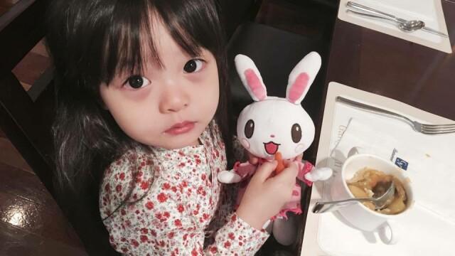 Are doar 4 ani, dar este deja un superstar. Imaginile cu care aceasta fetita a cucerit internetul. GALERIE FOTO