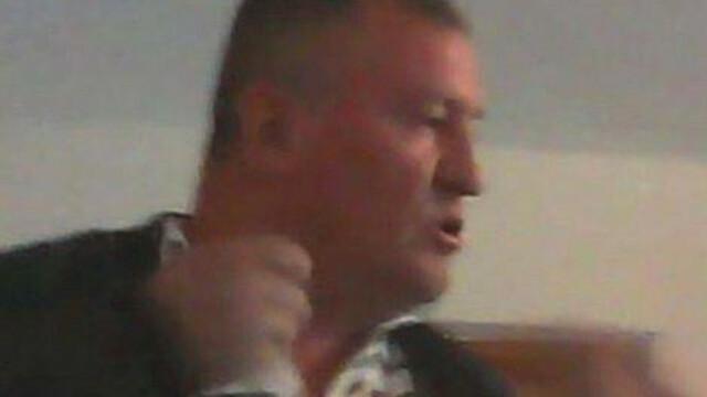 Primar din Suceava, filmat in timp ce injura si scuipa o femeie care ii cere ajutorul pentru o problema cu locuinta. VIDEO