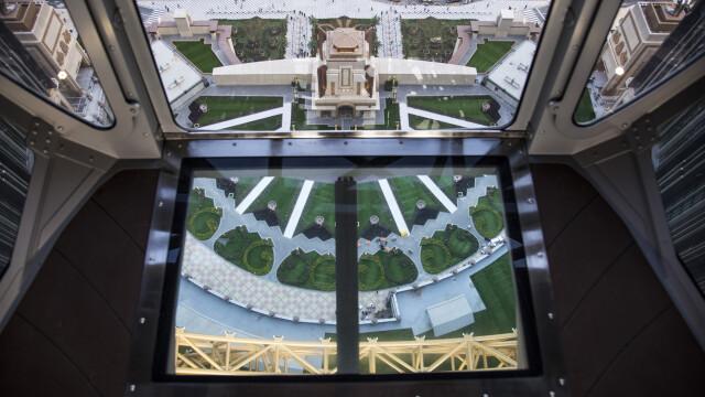 FOTO. Cazinoul de 3,2 miliarde USD inaugurat in China. DeNiro, DiCaprio si Brad Pitt il promoveaza intr-un film de 15 minute - Imaginea 8