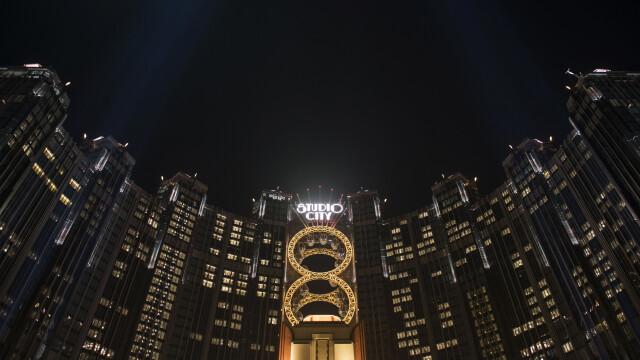 FOTO. Cazinoul de 3,2 miliarde USD inaugurat in China. DeNiro, DiCaprio si Brad Pitt il promoveaza intr-un film de 15 minute - Imaginea 4