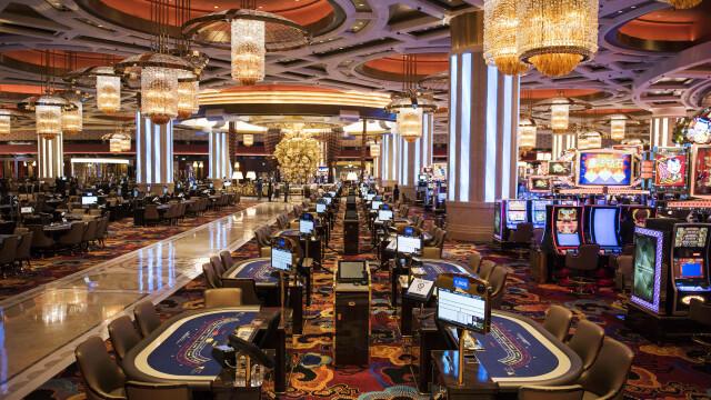 FOTO. Cazinoul de 3,2 miliarde USD inaugurat in China. DeNiro, DiCaprio si Brad Pitt il promoveaza intr-un film de 15 minute - Imaginea 3