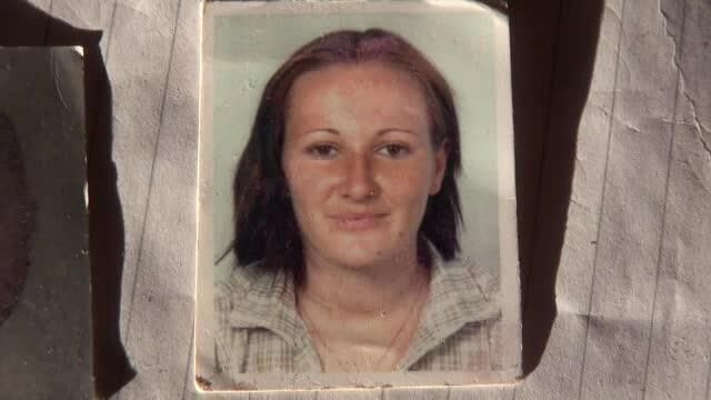 Romanca de 23 de ani, executata de fostul iubit italian, sub ochii fetitei lor. Familia nu are bani sa-i aduca trupul in tara