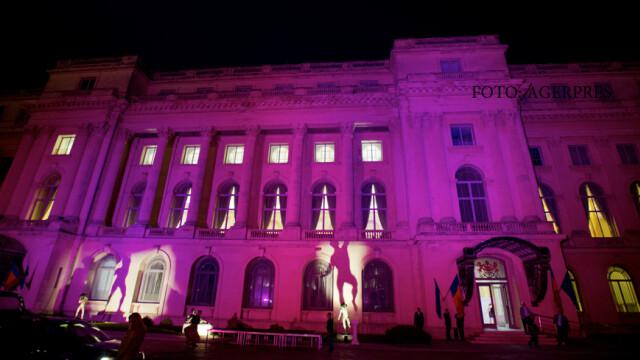 Capitala s-a luminat in roz pentru \