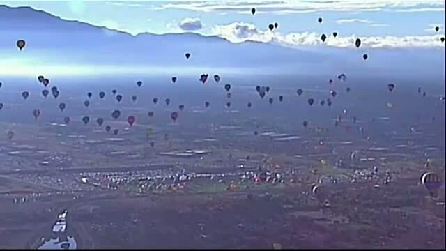 Baloanele cu aer cald au facut spectacol in statul american New Mexico. Cerul s-a colorat cu 500 de modele