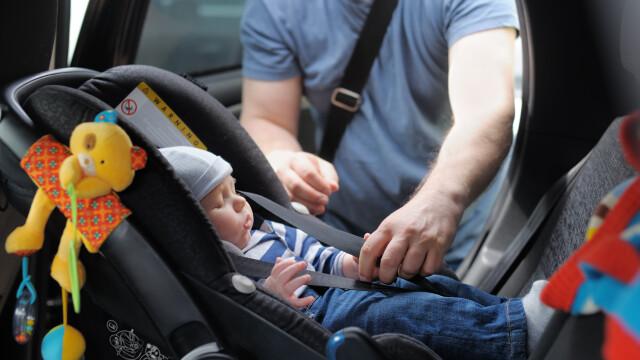 copil in masina Shutterstock