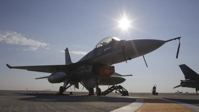 Primele 6 avioane F-16 au intrat in dotarea Armatei. Zbor demonstrativ in fata premierului Ciolos si a ministrului Motoc