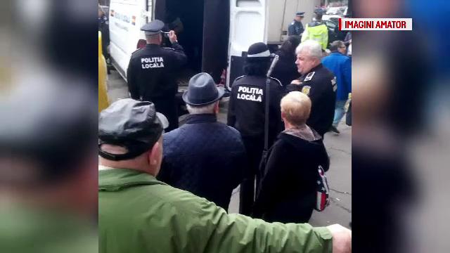 940 de kilograme de legume si fructe, expuse in fata magazinelor, au fost confiscate in Cluj. \