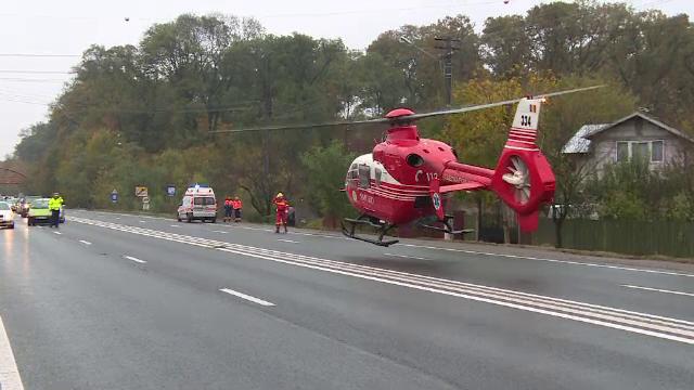 Doua accidente pe DN1, soldate cu un mort si doi raniti. Un elicopter SMURD a aterizat chiar pe sosea
