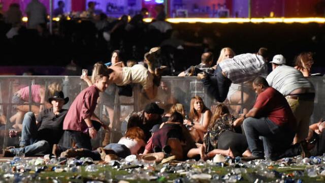 Masacrul din Las Vegas. Cele mai impresionante imagini. GALERIE FOTO - Imaginea 11