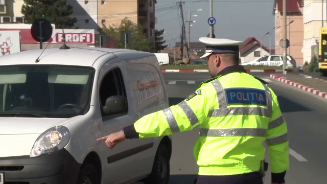 Șeful MAI promite reducerea abuzurilor: Fiecare polițist de la Rutieră va fi dotat cu cameră video