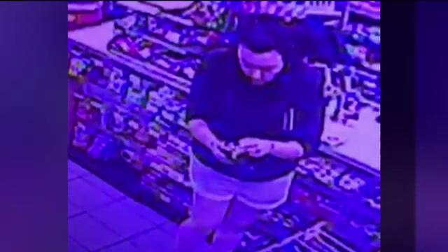 Momentul în care o femeie fură cardul unui bărbat care suferea o criză de epilepsie