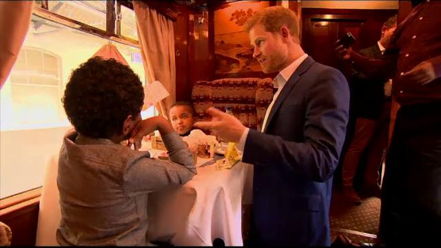 Surpriza făcută de William, Harry şi Kate unor copii sărmani