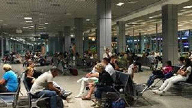 """80 de români, blocați în aeroportul din Amsterdam. """"A fost balamuc destul de mare"""""""