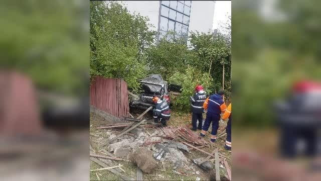 Un bărbat a murit pe loc după ce a intrat cu mașina într-un stâlp, lângă Craiova