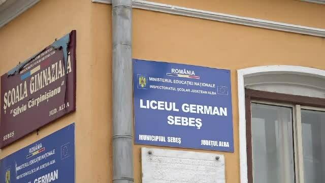 Un elev de clasa a cincea din Sebeș susține că a fost lovit peste faţă de profesorul de istorie