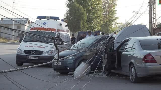 Un șofer din Prahova a murit după ce a intrat într-un stâlp