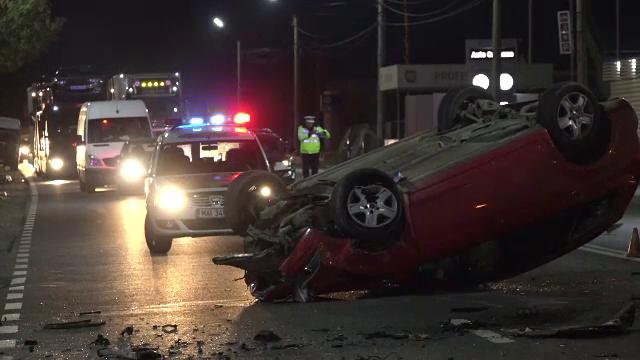 Patru persoane, printre care un copil, au ajuns la spital. Maşina în care se aflau, implicată într-un accident